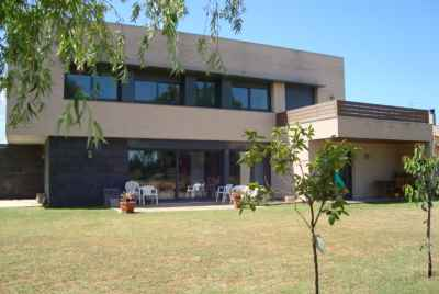 House with a big garden and a garage at Costa Brava